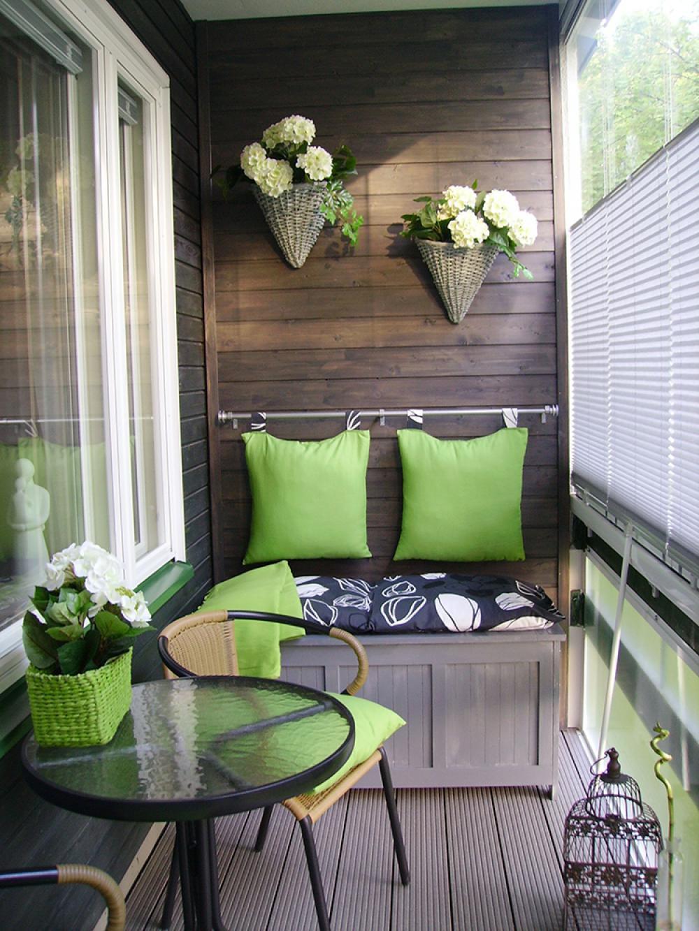Из «склада» — в комфортный уголок: советы по обустройству балкона.